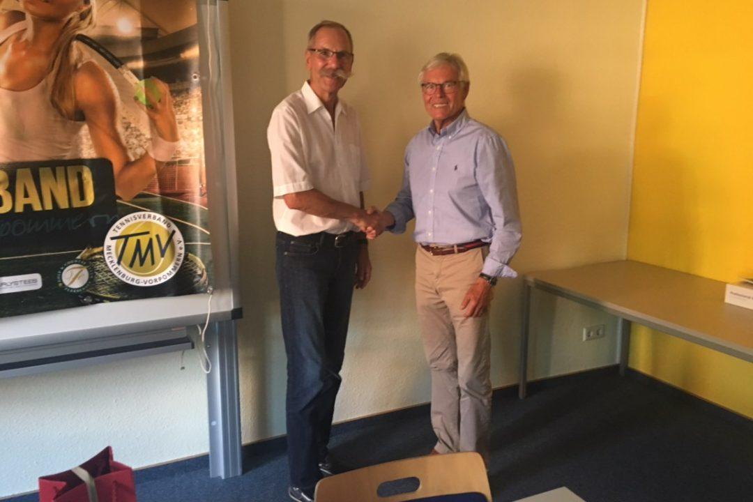 Amtsübergabe: der neue TMV-Präsident Dieter Bursche (l.) mit seinem Vorgänger Dr. Karl-Heinz Kutz.